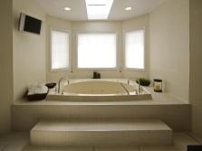 Ванная комната со встроенной ванной