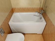 Маленькая ванна из смеси полимербетона и акрила