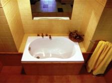 Красивая маленькая ванна из акрила