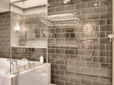 Необычная зеркальная плитка для отделки стен ванной