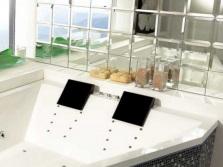 Плитка из зеркала на стенах ванной