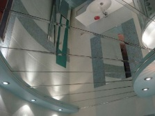 Зеркальные потолки для ванных комнат