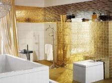 Золотая зеркальная мозаика в ванной