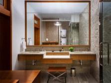 Одно большое зеркало для ванной комнате