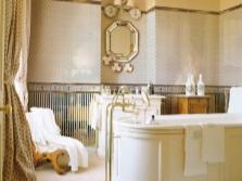 Пастельная ванна с золотом