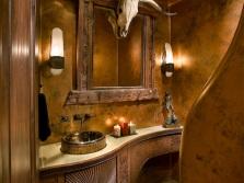 Стены в ванной комнате декорированные штукатуркой