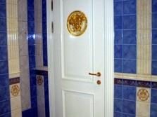Дверь в совмещенный санузел