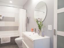 Плюсы совмещённого санузла с ванной комнатой