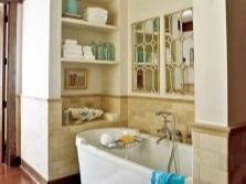 Шкафы и полки для хранения вещей в ванной