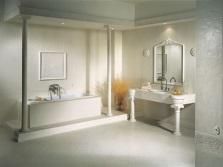 Каменный умывальник в классической ванной