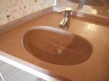 Раковина из агломерированного камня для ванной комнаты