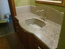 Умывальники из искусственного камня в интерьере ванной