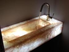 Формы каменных умывальников для ванной