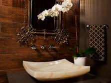 Умывальник из оникса в ванную