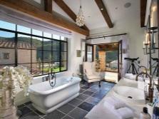 Потолочные балки в ванной комнате