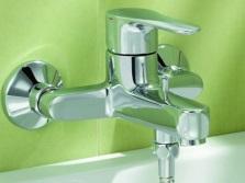 Устройство смесителей для ванной комнтаы с одним рычагом