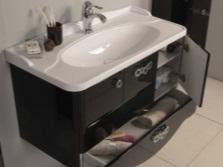 Тумба с ящиками и раковиной в ванную комнату