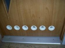 Дверь для ванной комнаты с вентиляционными отверстиями