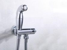 Смеситель оснащенный термостатом с гигиеническим душем