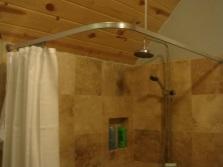 Виды угловой штанги для шторки в ванную комнтау