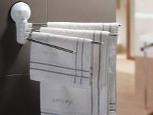 Установка вешалки на присосках для полотенец в ванной