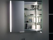 Зеркало-шкаф с подсветкой для ванной комннаты