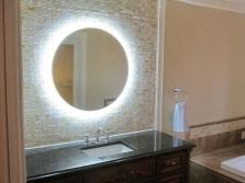 Формы зеркал с подсветкой в ванную