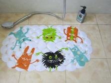 Советы по выбору детского коврика для ванной комнаты
