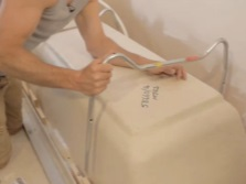 Установка акриловай ванны на ножки