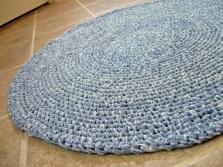 Цельный коврик из пряжи вязанный крючком