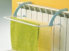сушилка для белья в ванной на батарею