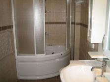 Сдвижная угловая шторка для ванны