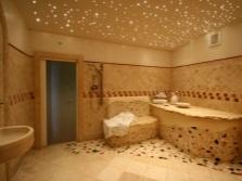Встроенные светодиодные светильники в ванной