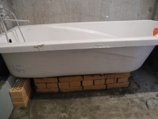 Кирпичный каркас для крепления ванны
