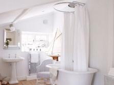 Текстильная штора на ванну
