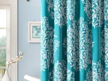 Занавеска на ванну бирюзового цвета с белым рисунком
