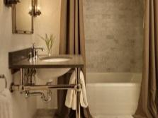 Плотные тканевые коричневые шторки для ванной комнаты