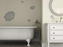 Трафаретный рисунок на стенах ванной комнаты