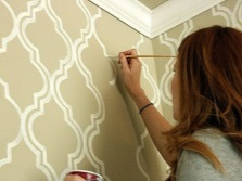 Рисование на стенах в ванной однотонной краской