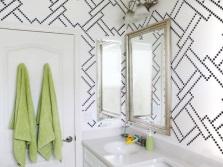 Трафаретный рисунок в ванной на стене