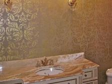 Трафаретная роспись на стенах в ванной комнате