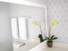 Трафаретный рисунок в ванной комнате