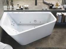 Расположение треугольной ванны