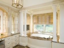 Мраморные поверхности в ванной в стиле барокко