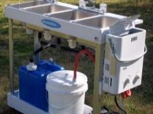 Дачный умывальник на металлической опоре с подогревом воды