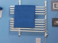 Комбинированный полотенцесушитель белого цвета в ванную