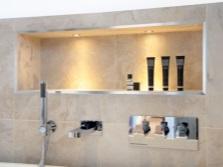 Большая ниша с подсветкой в ванной комнате