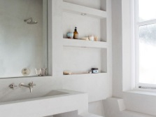 Не глубокие ниши в стене ванной комнаты