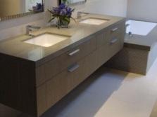 Подвесная тумба со встроенными раковинами для ванной комнаты