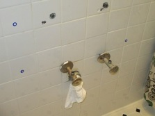 Установка подвесной тумбы с раковиной в ванной своими руками